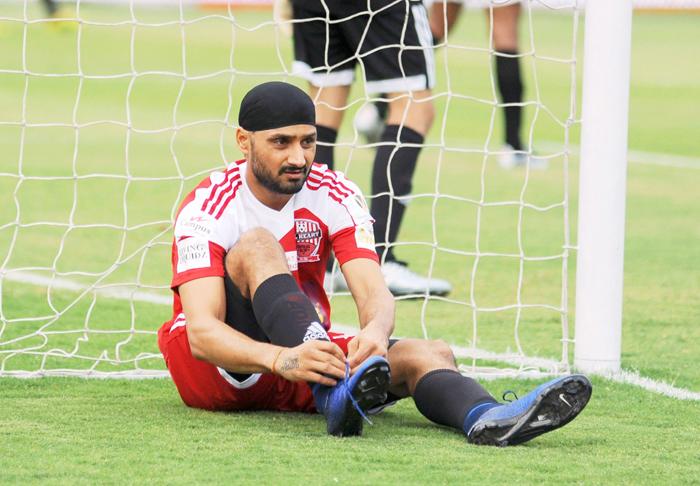 Harbhajan Singh tying his shoe laces