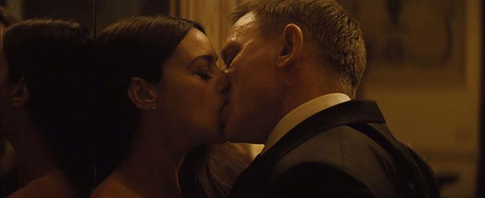 Spectre kissing scene