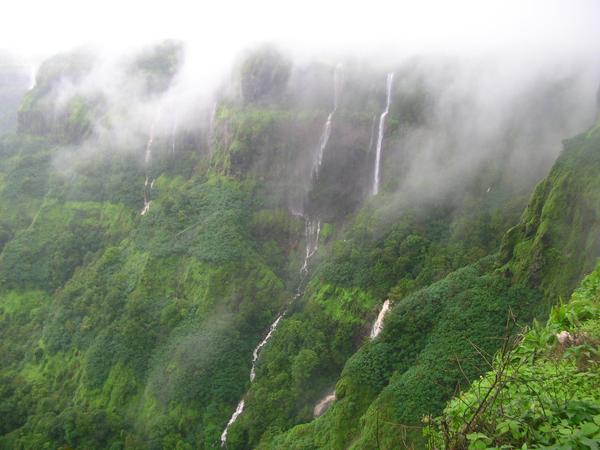 Mahableshwar_monsoons_staycation
