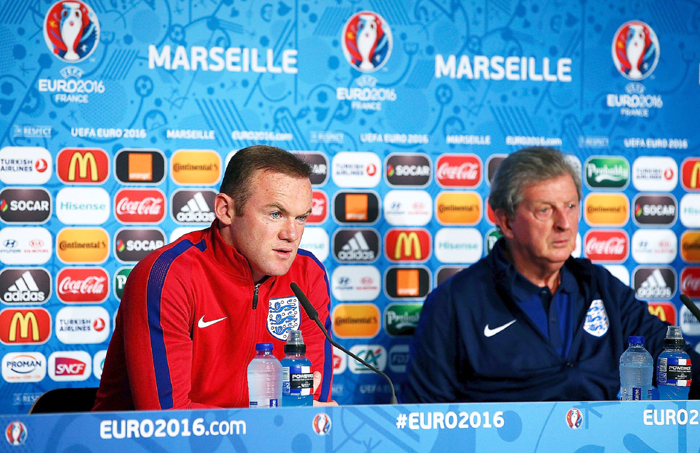 Roy Hodgson (right) With Rooney