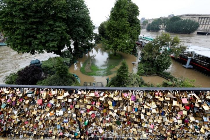 Love locks are safe on the bridge
