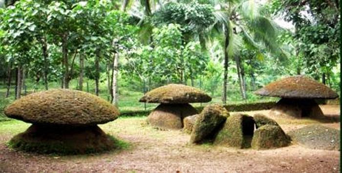 Topikallus (Umbrella Stones) Kerala