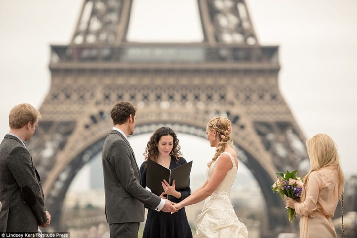 travelling couple marriage 1