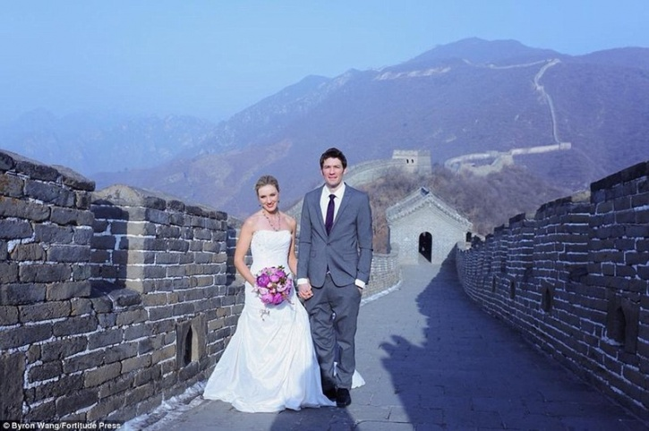 travelling couple marriage 3