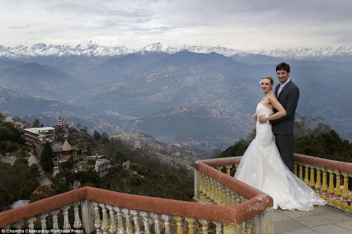 travelling couple marriage 4