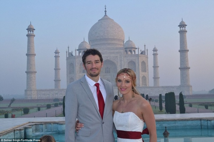 travelling couple marriage 7