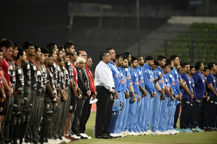 India and UAE players pay their respect to Martin Crowe