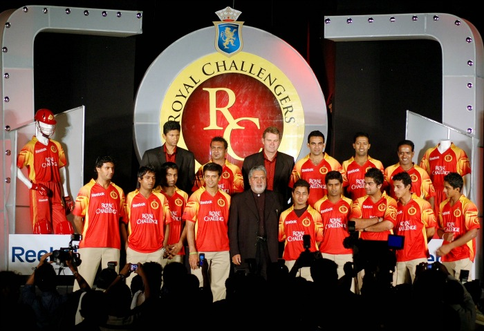 Martin Crowe standing in the centre in the second row