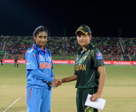 Mithali with Pak captain Sana Mir