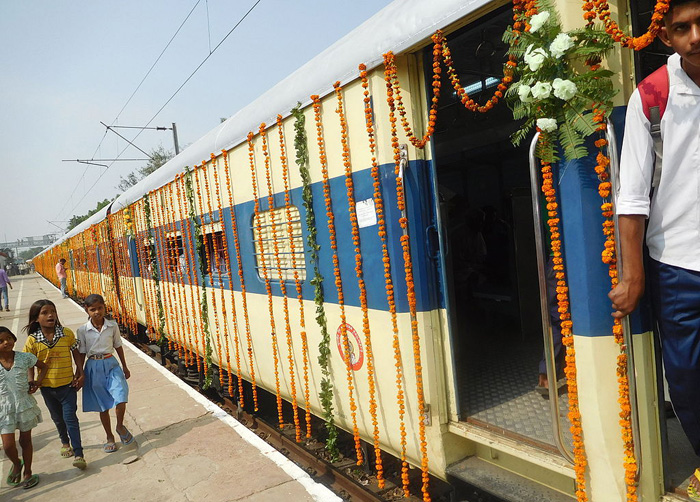 No bhajans, this UP temple gives out railway info -