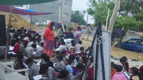 70-Yr-Old Engineer Teaches Poor Children In Makeshift Tents