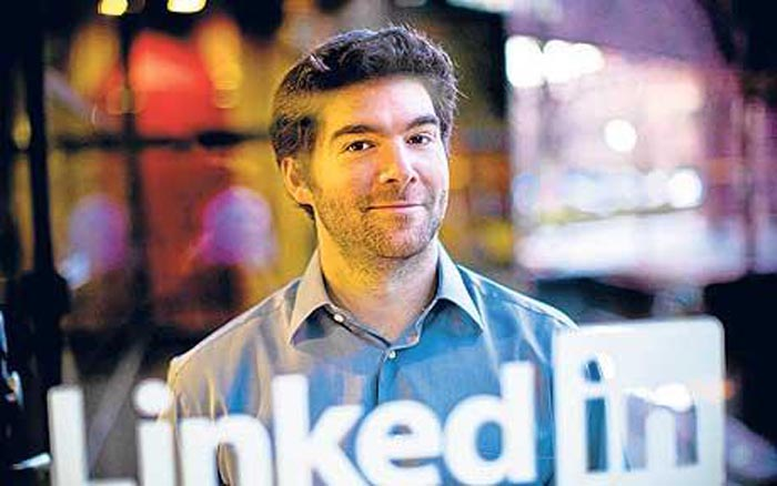 LinkedIn CEO Just Gave $ 14 Million In Stocks To His Employees!