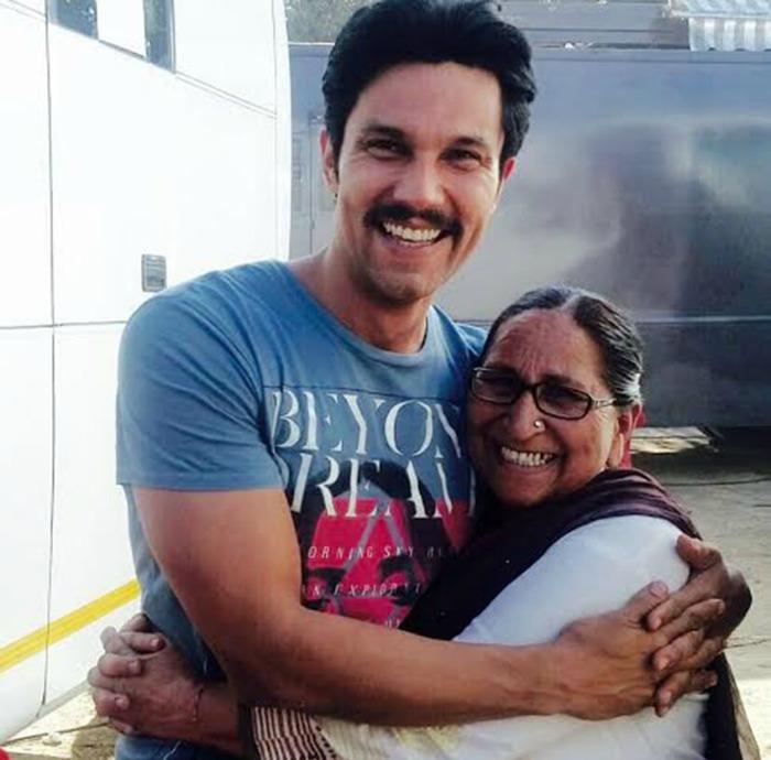 Promise me you'll give me 'kandha' when I die: Sarabjit's sister Dalbir to Randeep Hooda