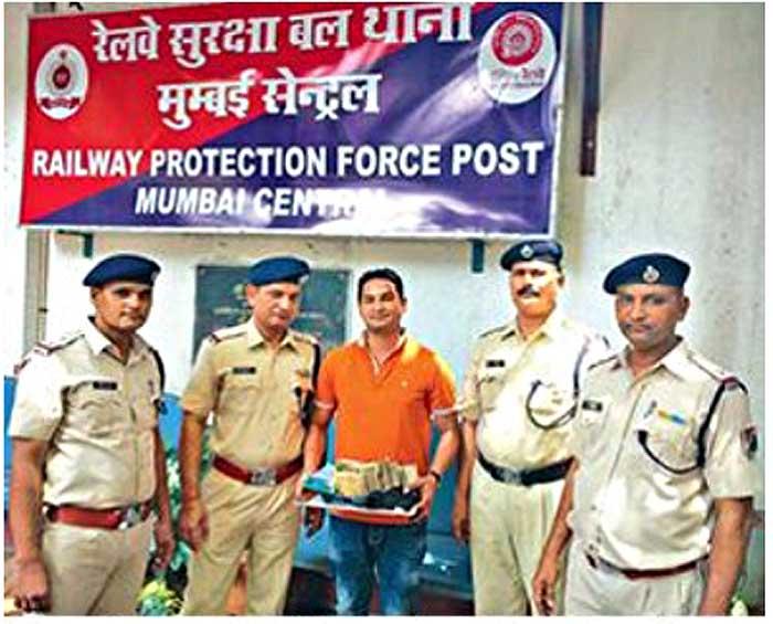 Railway Cop Finds Rs 8 Lakh Cash, Gives It Back