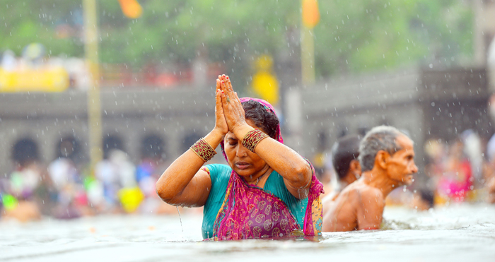 This Shiva Temple Gives You A Sin Free Certificate For Only 11 Rupees And A Holy Dip!