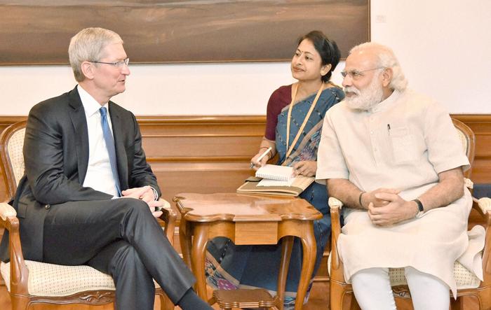 Tim Cook Meets Narendra Modi, Discusses Apple