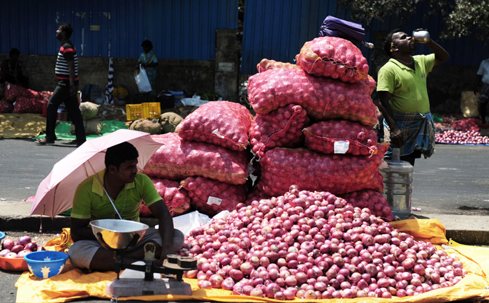 Farmers Sell Onions For 50 Paisa A Kg bccl