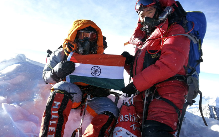 Fighting Earthquake and Avalanche, Indian Army Team scales Mount Everest After 2 year Hiatus