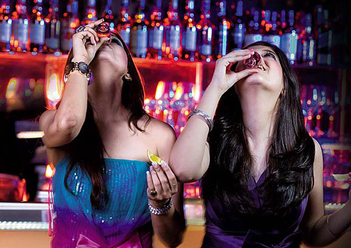 While Bihar, Guj, And Nagaland Have Banned Alcohol, Karnataka Is Fining Pubs For Not Selling Enough!