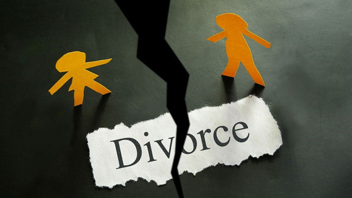 Nerd Uses Tech To Catch His Wife Cheating On Him, Successfully Gets Divorce