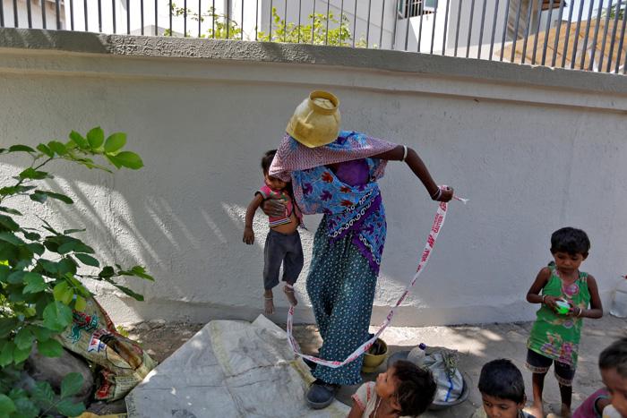 Heartbreaking Pictures Show Labourers Kid