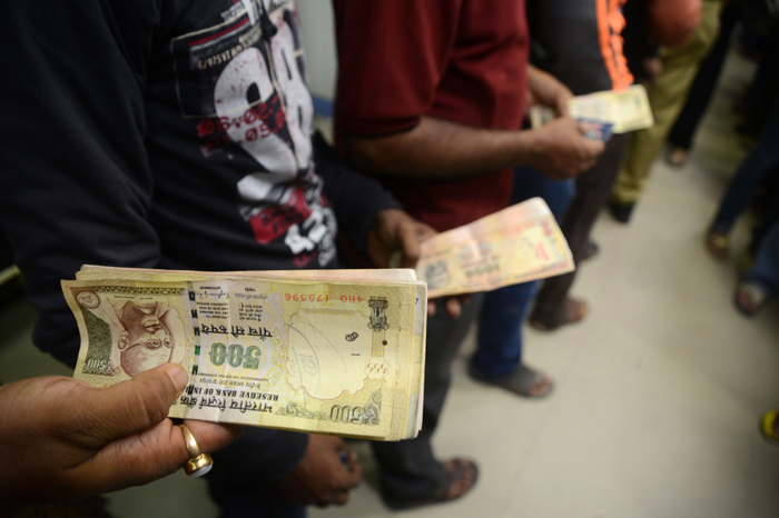 In Less Than 1 Week, Indians Have Deposited Over 2 Lakh Crores In The Bank
