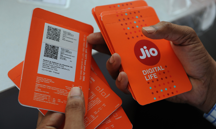 Jio Files Complaint Against Idea, Airtel And Vodafone For Ganging Up