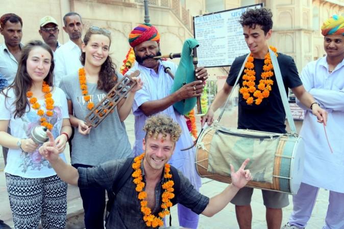 performers in Pushkar