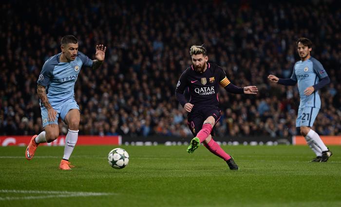 Messi (centre)