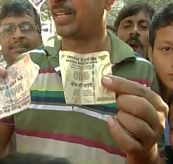 torn notes dumped in Kolkata