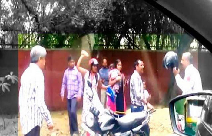 Women Fight with Constable