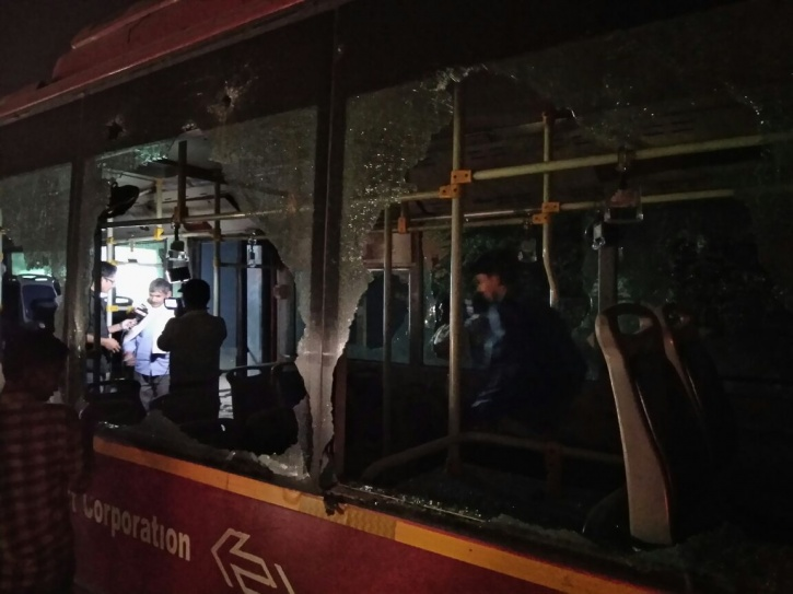 4 Cops Hurt, Buses Damaged As People Go On Rampage Against Demonetisation, Price Rise In Delhi