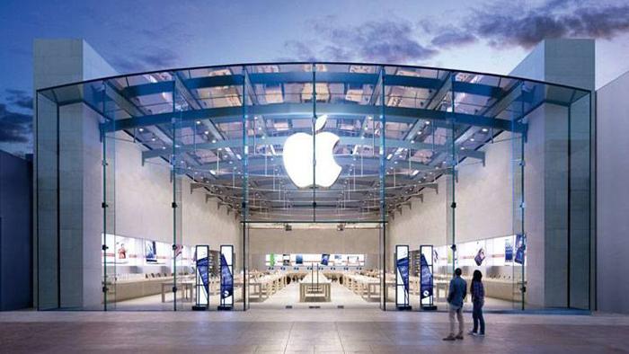Apple Still a Star Without Steve Jobs
