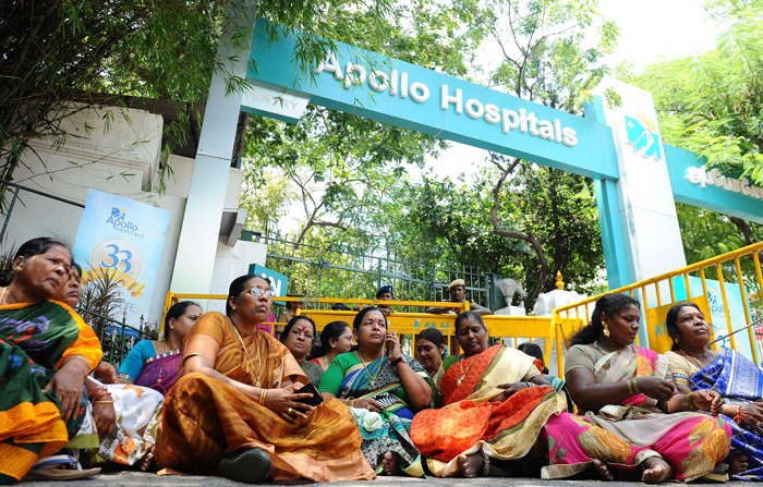 Tamil Nadu Chief Minister J Jayalalithaa In Hospital For A WUK Doctor Called In