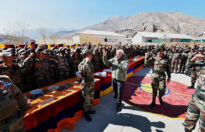 Modi Celebrate Diwali With Soldiers