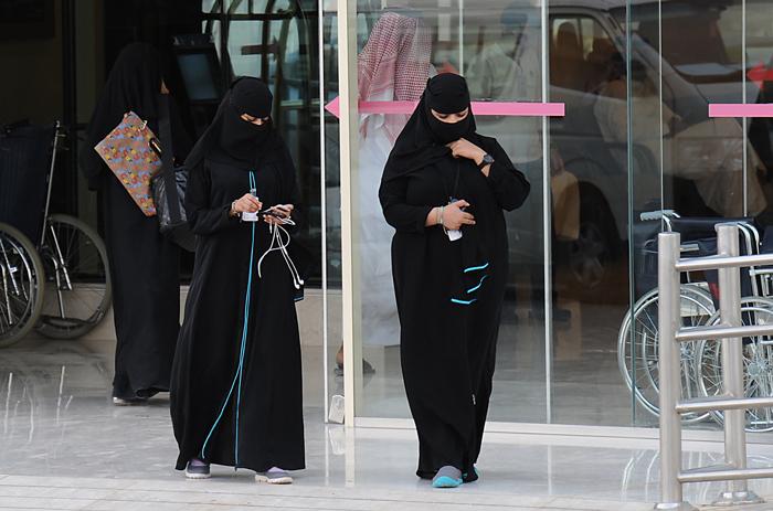 Saudis Woman