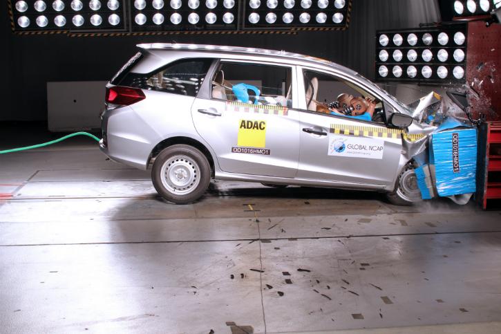 Honda mobilio crash test