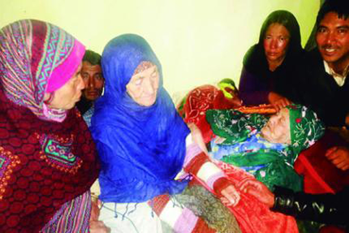 45 Years On, 92-Yr-Old Pak Woman Meets Mom In Kashmir