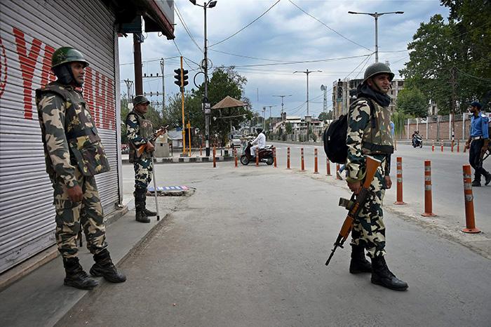 Curfew in Sri Ngar