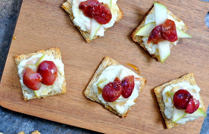 Cheese crackers with tomatoes and onions