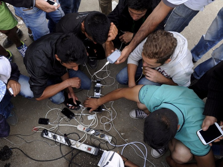 Phone Credit for Refugees and Displaced People