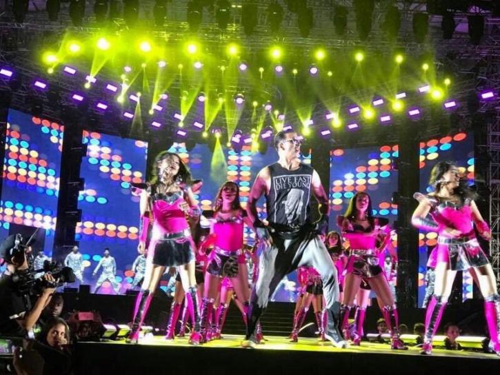 Akshay Kumar at the Da Banng tour