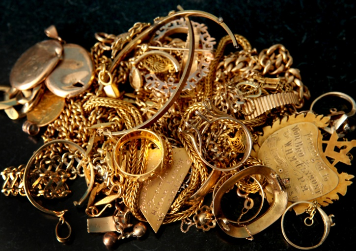 70 lakh worth of gold jewellery and bars dumped in mumbai airport