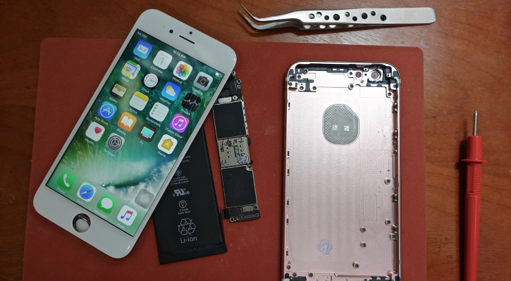 The screen, shell, battery, and logic board that went into the iPhone