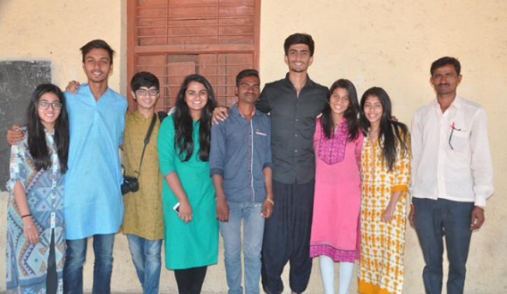 Talwar (in green) and fellow volunteers