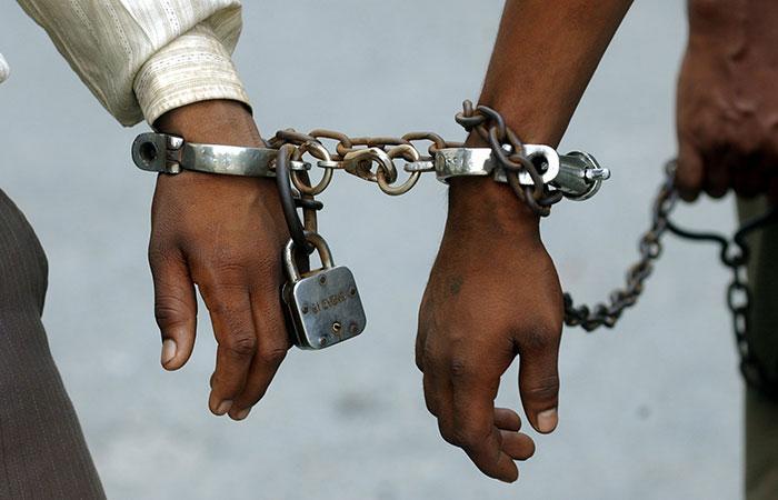 Jailed Gangster Flees