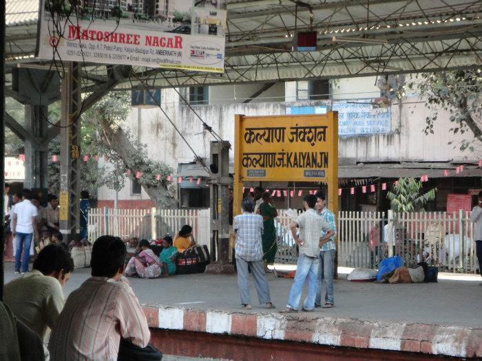 Woman Catches Eve Teaser At Kalyan Railway Station, Drags Him By Collar