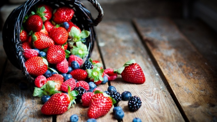 Berries Berries such as raspberries, blackberries, blueberries and especially strawberries are also great sources of vitamin C, which can further help with the absorption of iron.