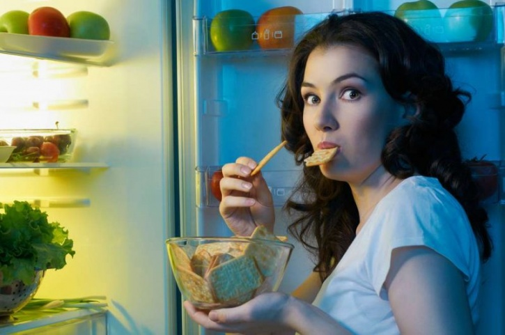 Not only does sleep deprivation have severe implications on your overall health and well being, it could add to your weight loss woes.  Several studies in the past have linked the lack of sleep to binge eating behaviours. This study, for instance revealed that sleep deprivation lead to a natural increase in the craving for sugar and fatty foods.