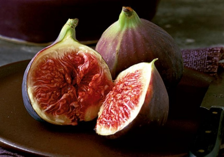 Figs The beauty about figs is that they can be eaten fresh or dried. Their iron content is amplified when they are soaked overnight.